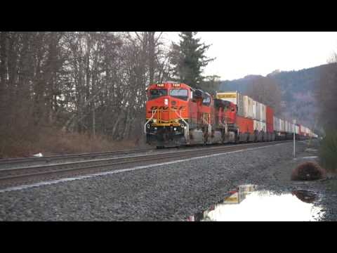 BNSF EB At SNOHOMISH, WA   EB Takes The Siding At Gold Bar,  WA