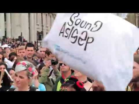 Pillow Fight Day 2014 Official Video - Sound Asleep, Trafalgar Square, London