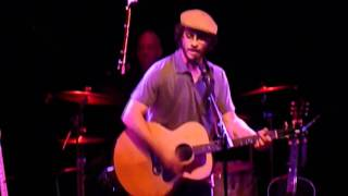 Watch Amos Lee Shout Out Loud video