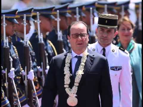 France's Hollande in Philippines for climate push