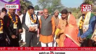एकात्म यात्रा हटा से दमोह के लिए रवाना विधायक उमादेवी खटीक ने संतजनों को सम्मान किया .