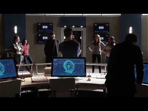 The flash 2x23 team flash put barry in a meta human prison cell