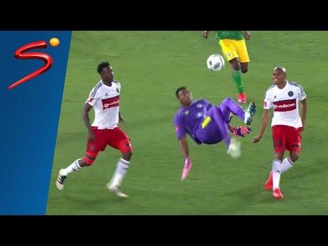"""◆南アフリカ◆サッカーで伝説誕生!""""山の神""""を超えた!後半ATにGKがとんでもない超ミラクルゴール"""
