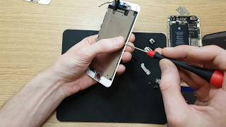 Apple iPhone 6g install the screen after aligning the case. Pressure test