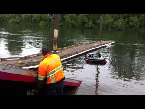 Car towed out of Willamette River at Albany's Bowman Park