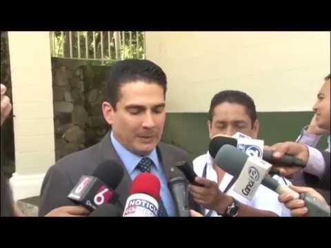 Diputado Roberto d´Aubuisson entrega carta a Presidente Sánchez Cerén