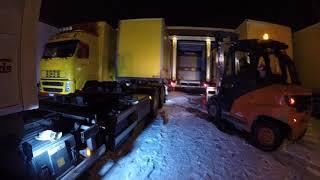 Aventură cu camioane, derapaj, accident, nervi și o lopată între urechi