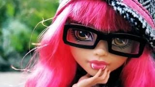 Monster High Doll Animated STOP MOTION video - Howleen Wolf's morning