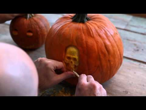 Carving a Pumpkin with the Maniac Pumpkin Carvers