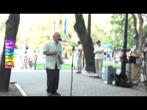 Moș Vasile Bajureanu de la Aneni se plînge la Microfonul liber