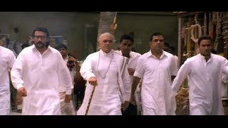 Download Amrish Puri with his sons goes to the cattle farm to get the farmer's son (Hulchul) 3Gp Mp4