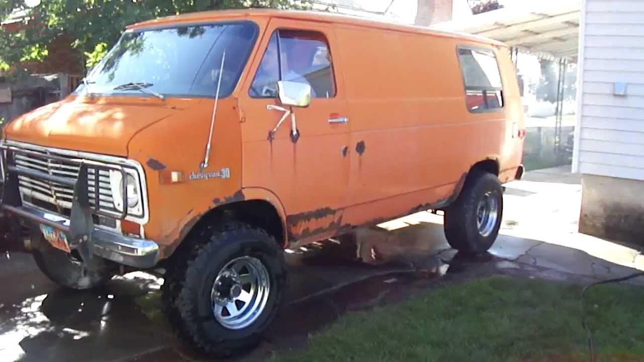 1975 Chevy 4x4 Van Smoke Em - YouTube