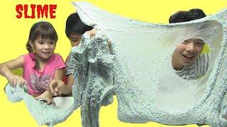 Bé Peanut Làm Slime Xốp Khổng Lồ  Cùng Anh Họ DIY Giant Foam Slime Kênh Be Peanut