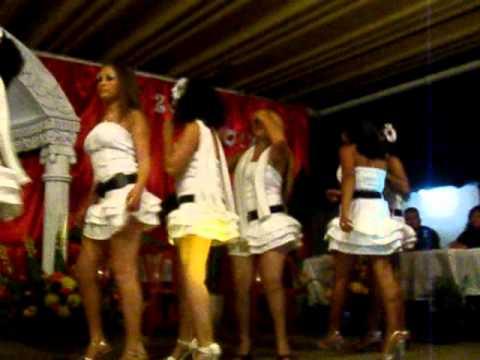 Baile en faldas cortas