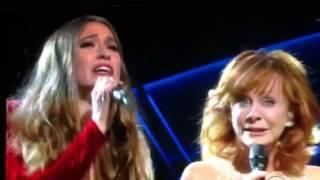 Download Lagu 2017 ACM Reba McEntire and Lauren Daigle Gratis STAFABAND