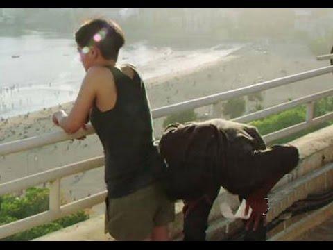 Danush Kissing Akshara Hassan