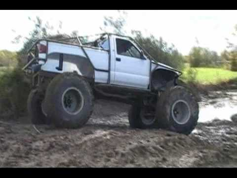 4x4 Mud Trucks Barnyard Boggers at Loyds farm having some fun Video