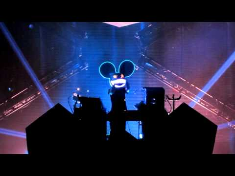 Deadmau5 live @ Seattle 2011 HD sickness [3 of 4] (animated mouse head)