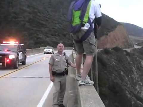 這傢伙太瘋狂了,連警察都無法阻止他!