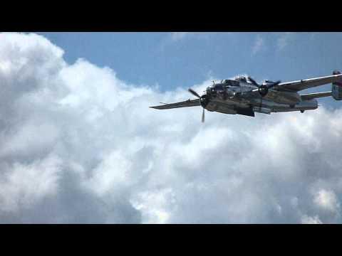 LV Airshow 2014 14 B 25 Panchito bombay doors open