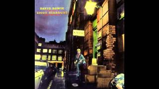 Watch David Bowie Starman video