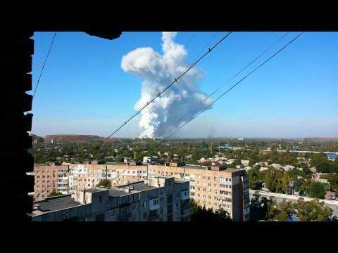 20.09.14 Донецк удар по ,,1-й площадке,, горит и взрывается казённый завод.Куйбышевский район.