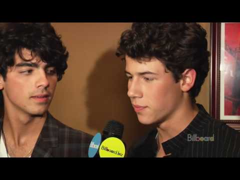 Jonas Brothers Secret Show! [EXCLUSIVE!]