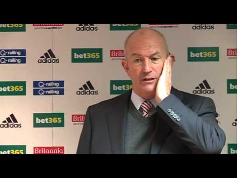 Tony Pulis DANCING | Stoke boss can't stop moving during press conference