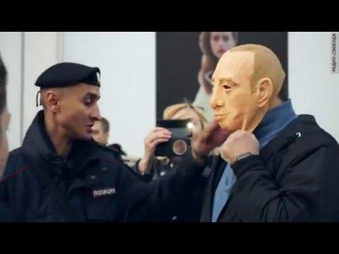 В Москве задержали активистов в масках Путина
