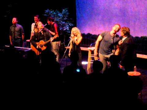 Russell Crowe, Alan Doyle, and Guests - Molly Malone