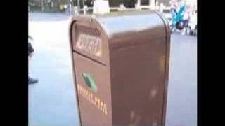 Push - the talking trash can 03:04