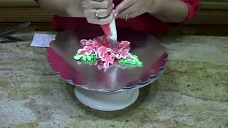 How to Pipe a Poinsettia-Christmas- Cake Decorating