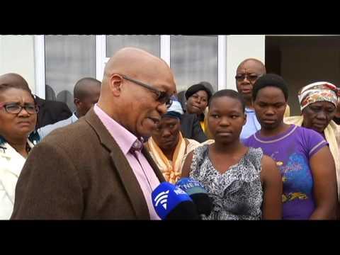 Zuma hands out homes in Nkandla