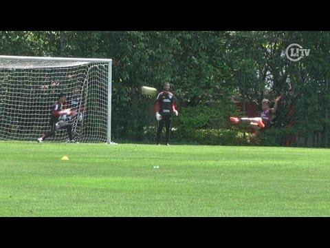Chavez acerta lindo voleio em treino de finalização no São Paulo