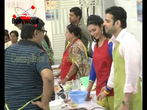 On Location Of TV Serial Yeh Hai Mohabbatein  Couples Cooking...