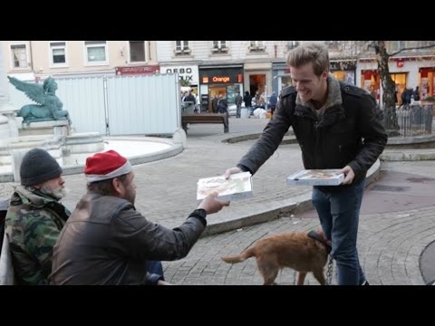 100 pizzas pour les sdf for the homeless youtube. Black Bedroom Furniture Sets. Home Design Ideas