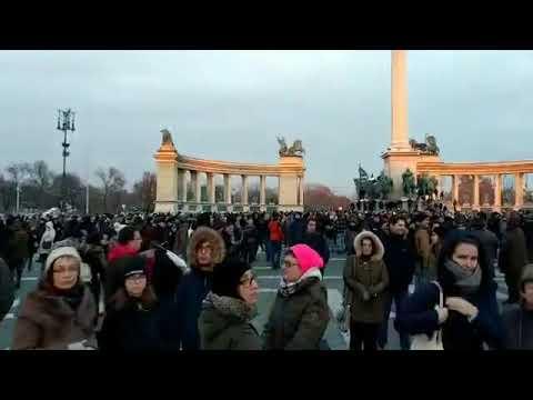 2018. 12. 16. Gyűlik a tömeg a Hősök terén, folytatódik a tüntetés-sorozat - zoom.hu (*Vágott)