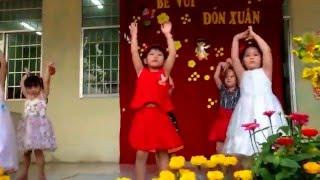 Lan Anh múa Con bướm xinh