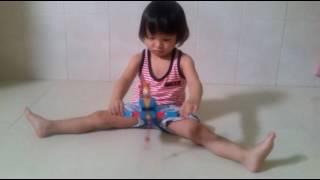 Ruby Thiên Kim tập xoạc chân