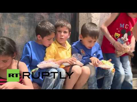 Syria: Russian forces deliver humanitarian aid to Al-Qanaqiyah