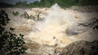 30 Foot Exploding Hole - Great Falls, Potomac