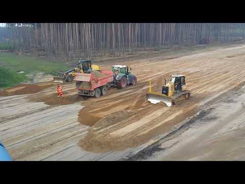 CAT D6K2 and NEW HOLLAND 156.7 pushing Sand