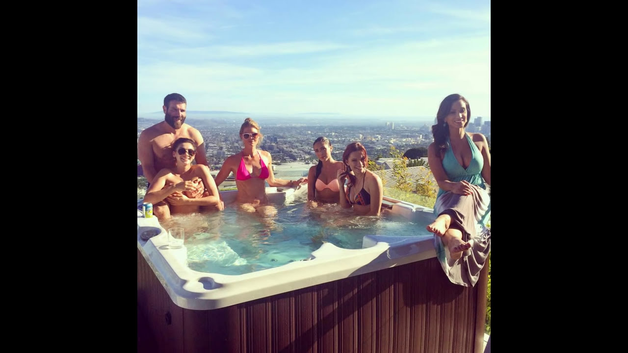 DAN BILZERIAN PARTY GIRLS! HOT SESION - YouTube