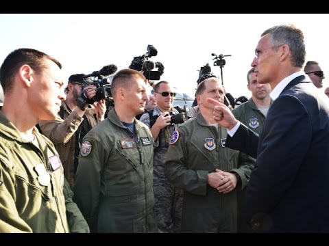 NATO Secretary General thanks Allied pilots and crews during visit to Łask airbase, 06 OCT 2014