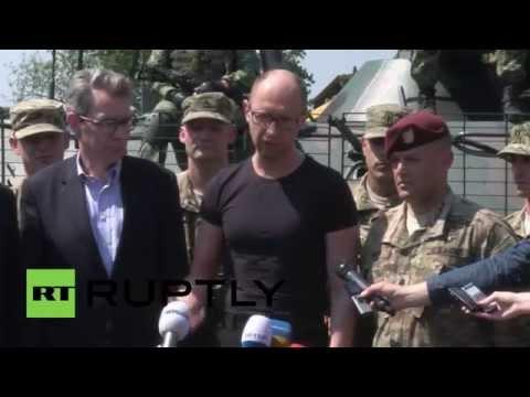 Ukraine: Yatsenyuk inspects US, Ukrainian troops in Lviv