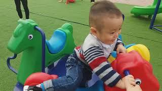 Gia Linh em Cò cùng Fan hâm mộ (em Hà) chơi Xích Đu Cầu Trượt và Mua Bim Bim Kẹo Mút Khổng Lồ