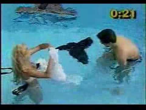 Gostosa na piscina - Programa do GUGU