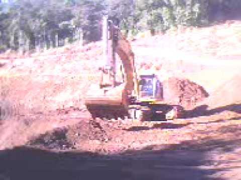 Operadora  de escavadeira (Ouropretana)
