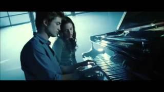 Download lagu Twilight - Edward Cullen (Playing Piano)