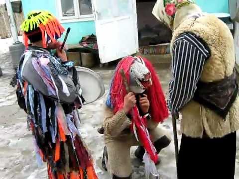 1. Traditii de Anul Nou la Draguseni (Jud. Botosani) - Jocul Ursului